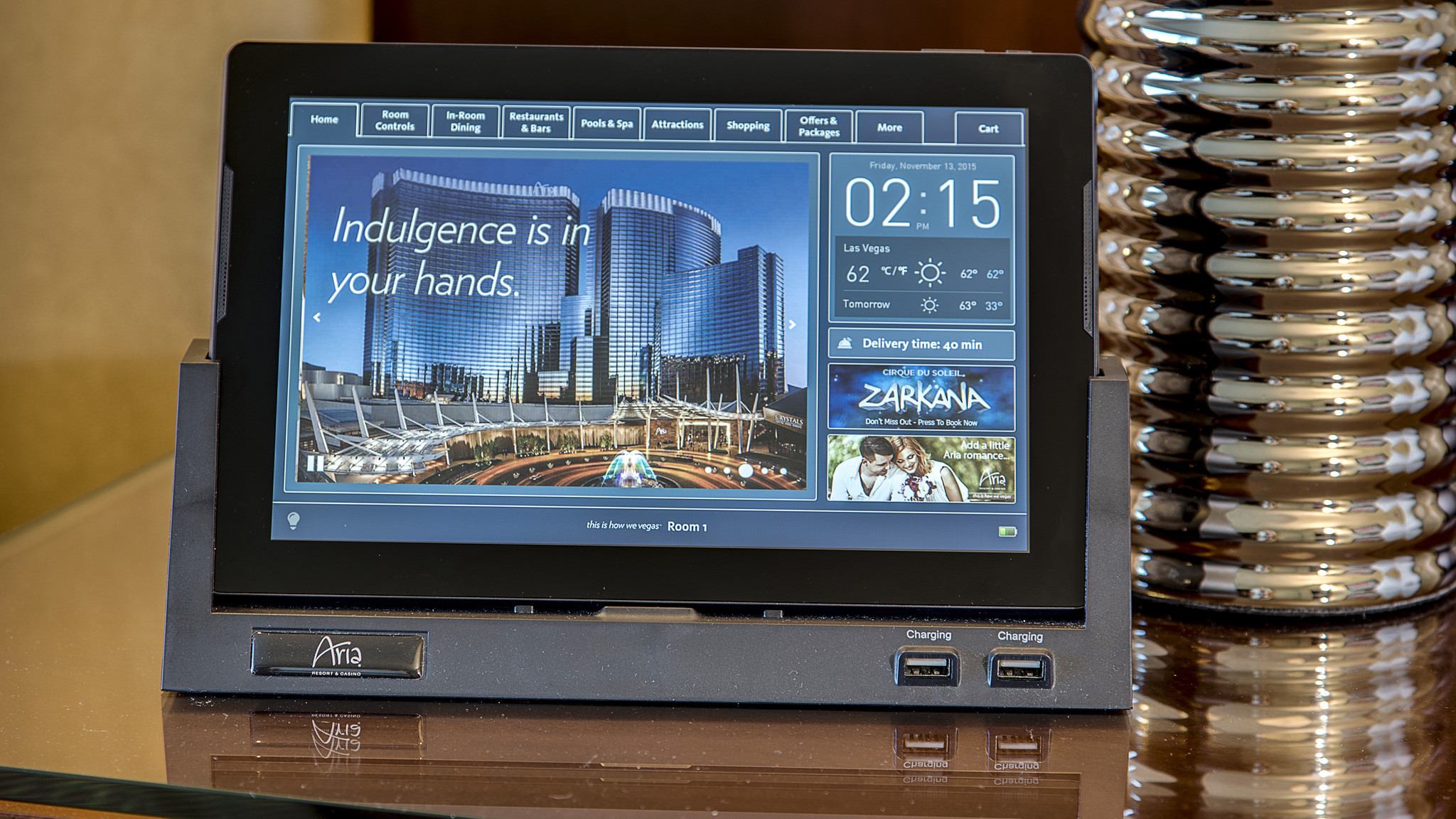 Las vegas 39 aria hotel brings guest friendly tablets to for Tablet hotels