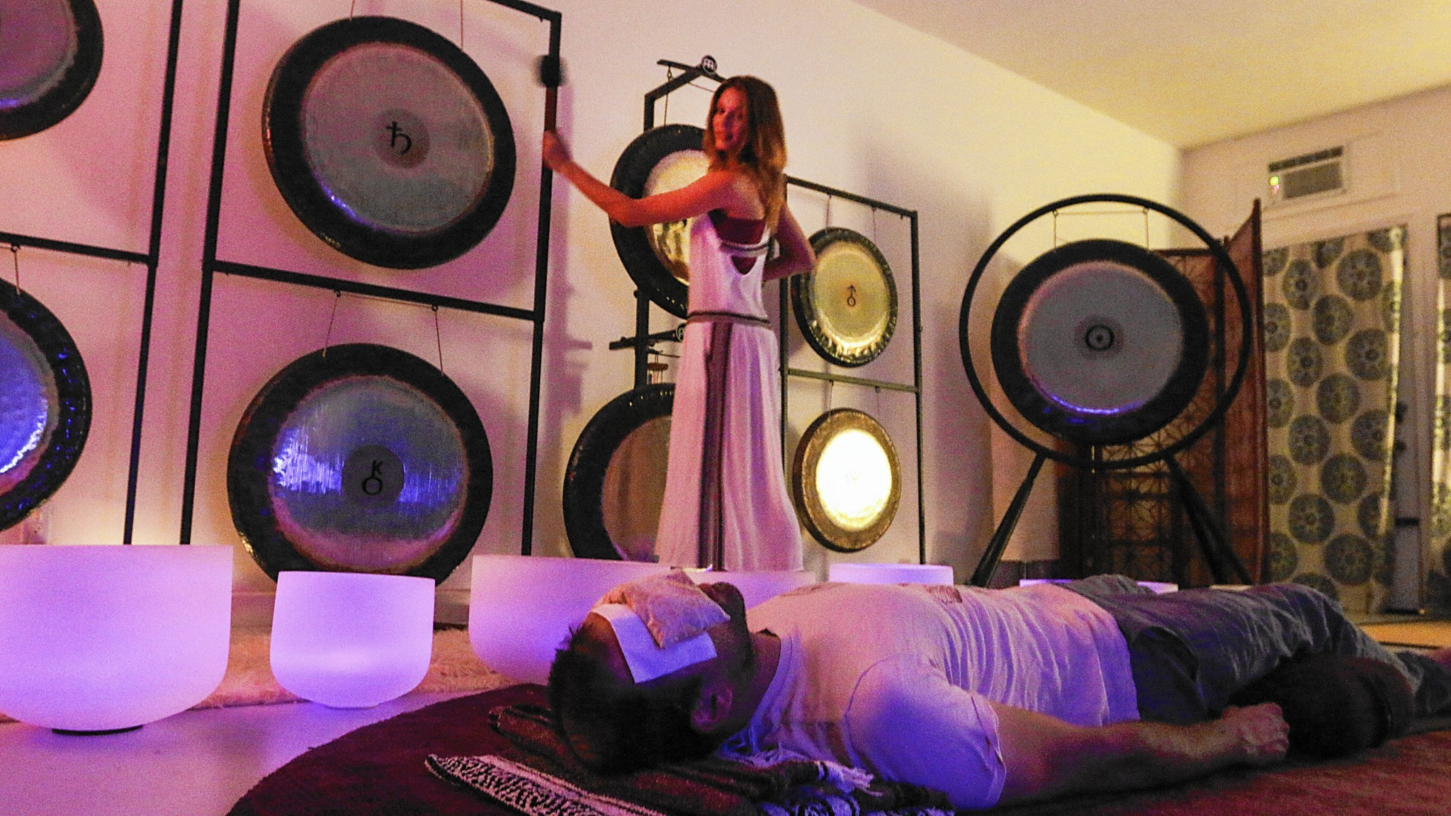 Intertron physical therapy - Relax With A Bath Of Sound Its Practitioners Say It S Like A Massage Or Meditation La Times