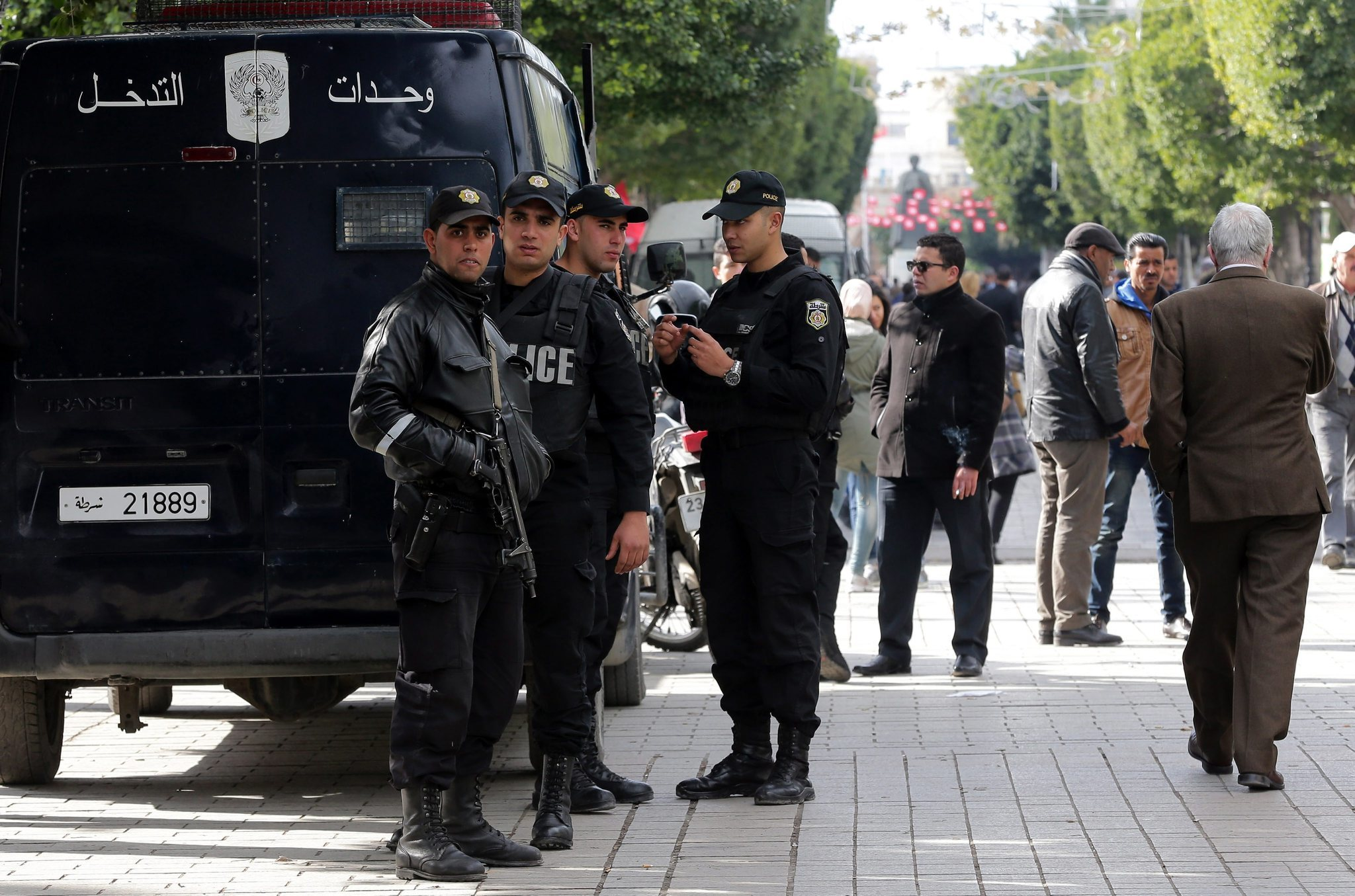 Tunisia unrest leads to nationwide curfew