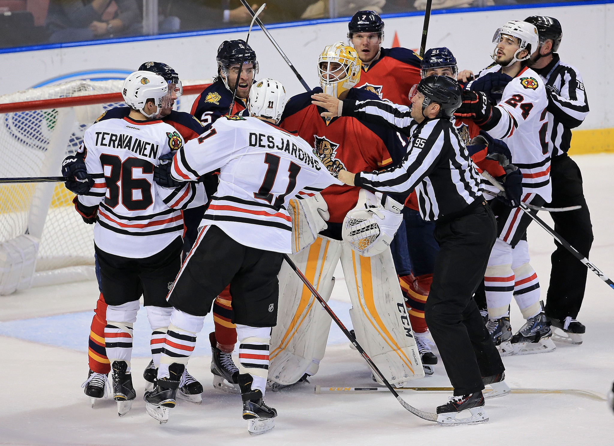 Ct-blackhawks-scrums-spt-0124-20160123