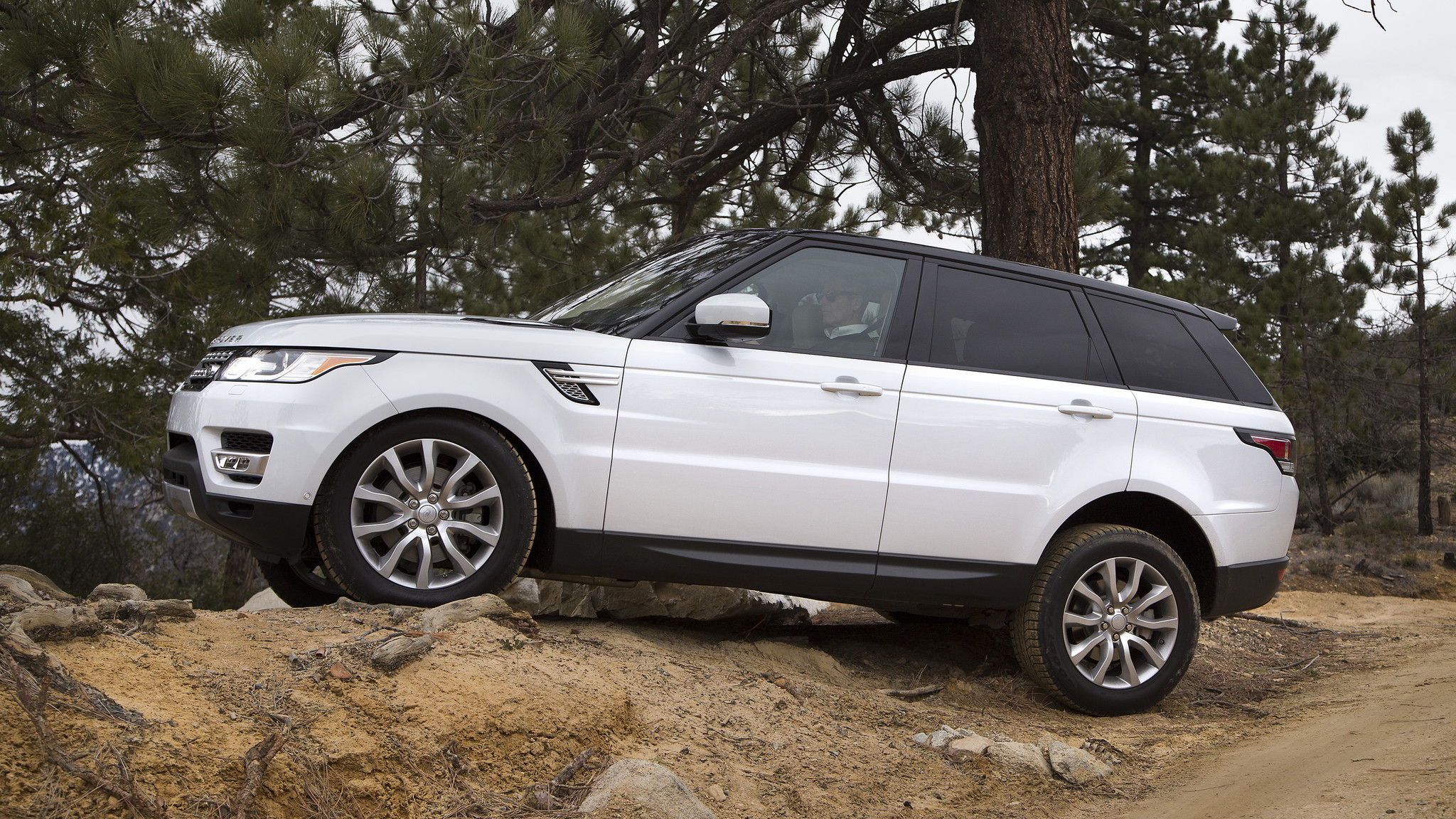 range rover sport hse td6 review a posh drive through el ni o 39 s wickedness la times. Black Bedroom Furniture Sets. Home Design Ideas