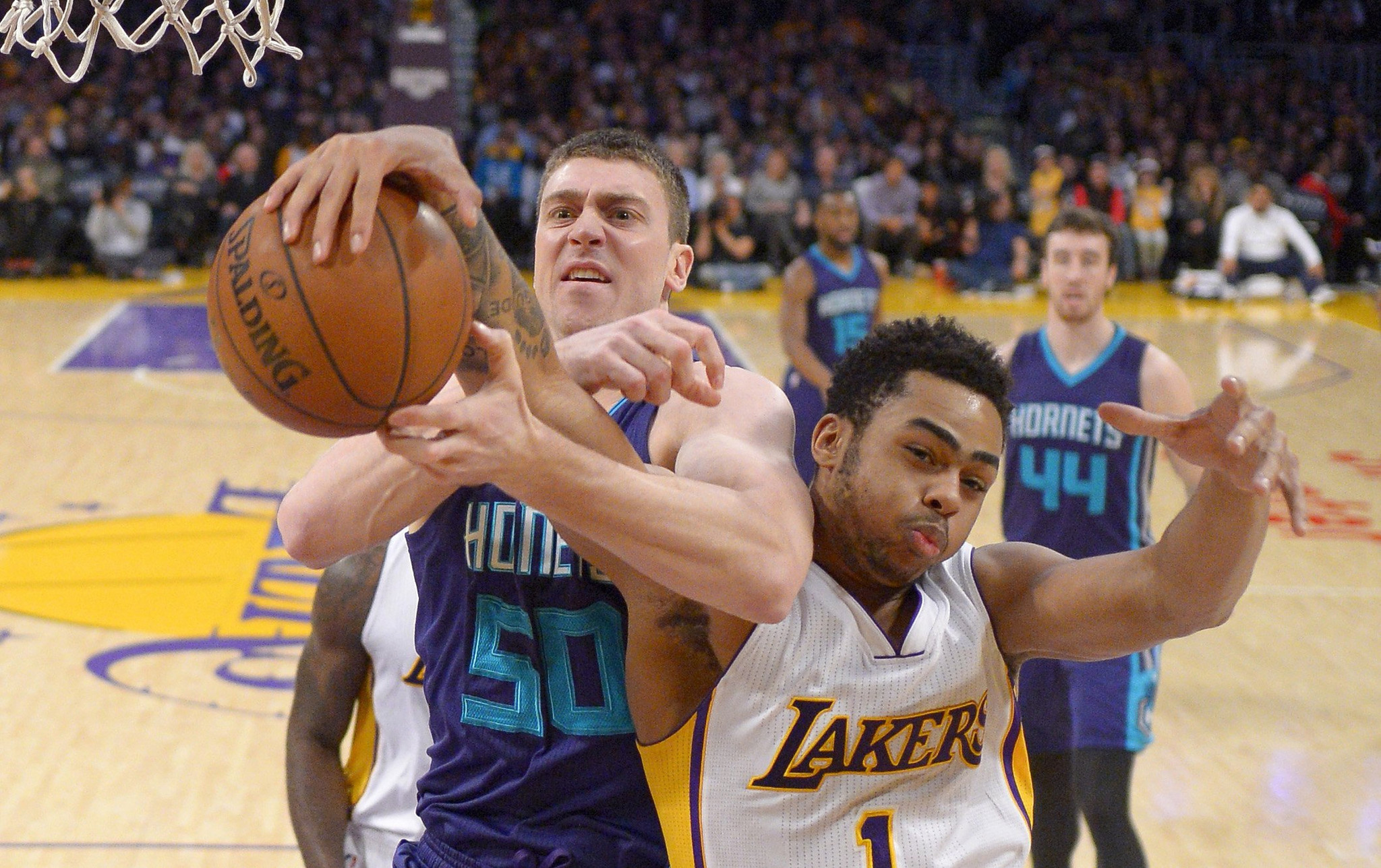 La-sp-lakers-hornets-20160201