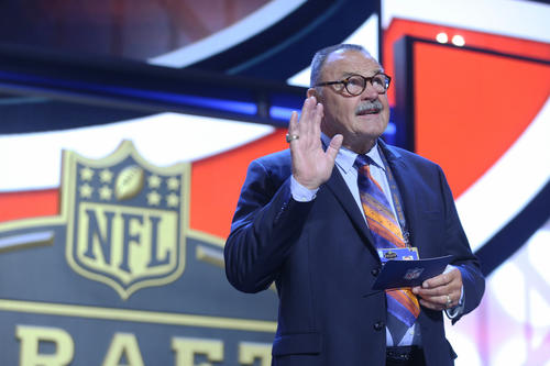 <p>Dick Butkus acknowledges fans before announcing the second-round draft pick for the Bears during the 2015 NFL draft at the Auditorium Theatre at Roosevelt University.</p>