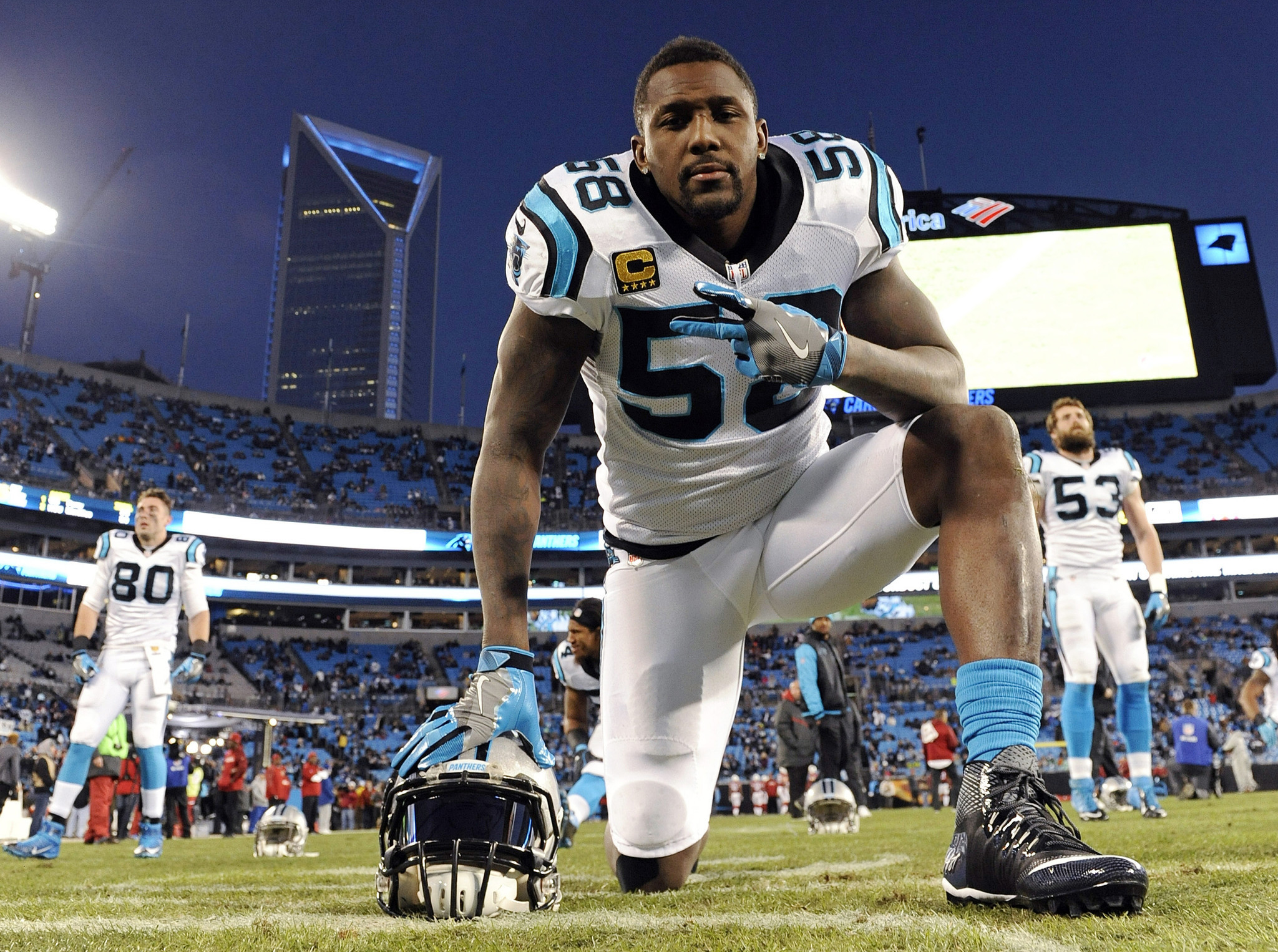 Panthers Thomas Davis to play with broken arm Jack Youngblood