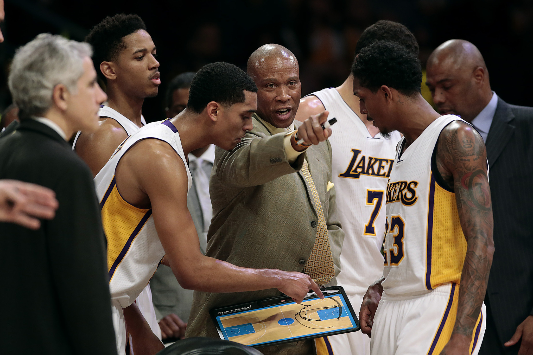 La-sp-lakers-report-20160203