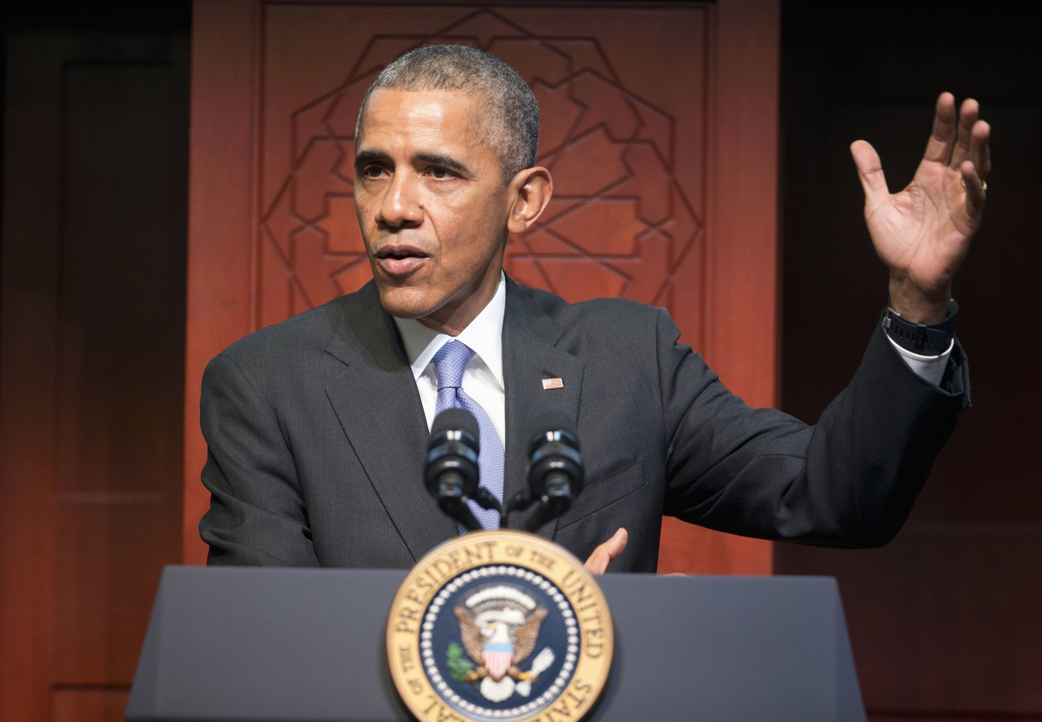 At Baltimore mosque, Obama encourages U.S. Muslims: 'You fit in here'