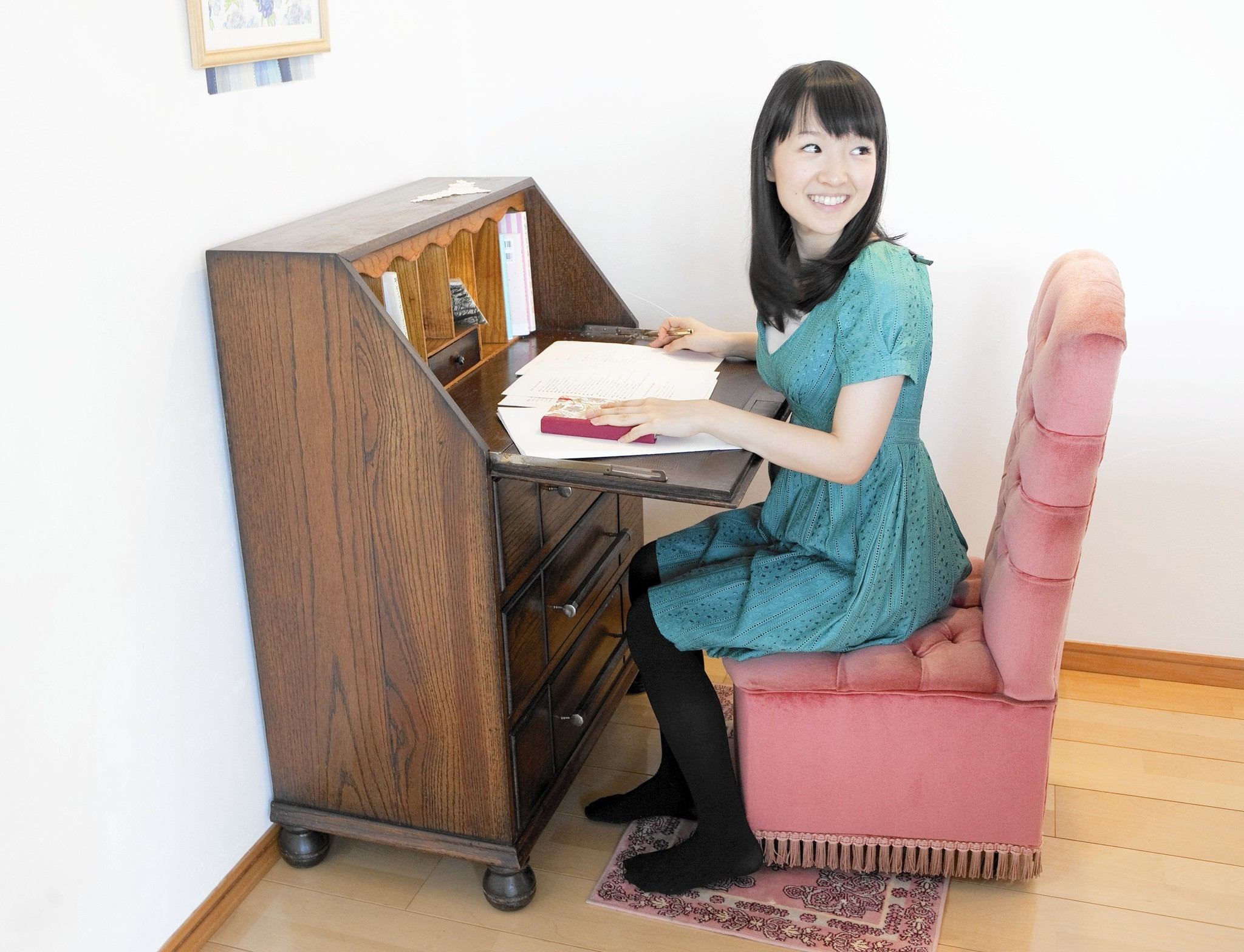 get rid of clutter and focus on joy advice from 39 tidying freak 39 marie kondo la times. Black Bedroom Furniture Sets. Home Design Ideas