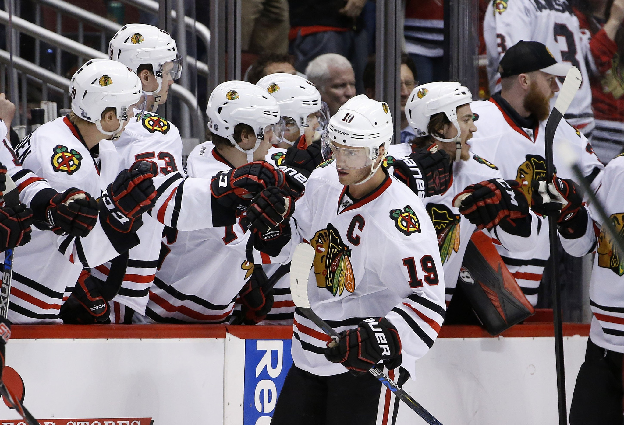 Ct-blackhawks-vs-coyotes-photos-spt-20160204