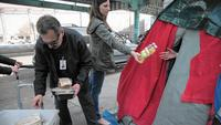 Super Bowl: Feeding the homeless with leftovers from gala parties