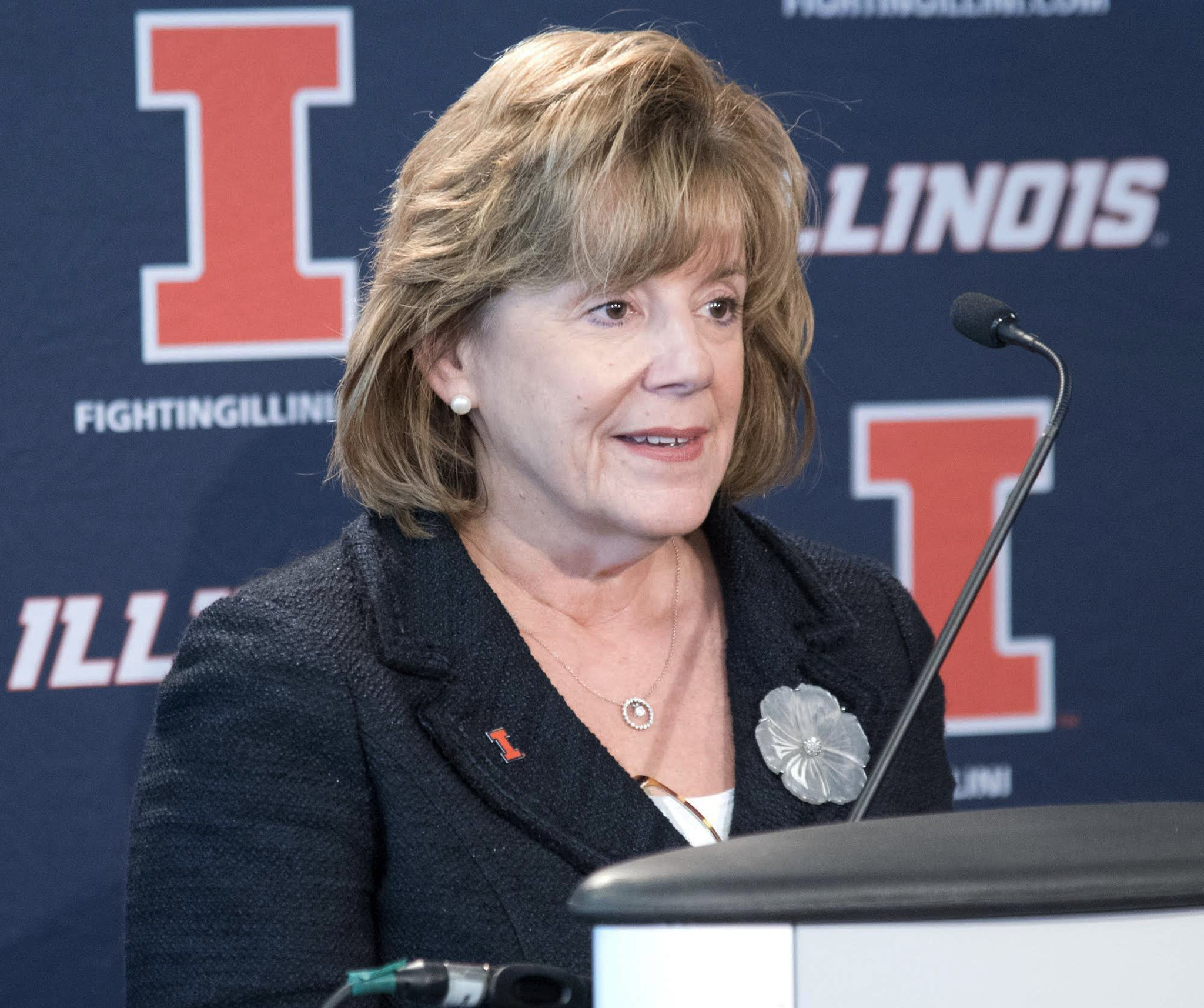 Ct-illinois-athletic-director-spt-0207-20160206
