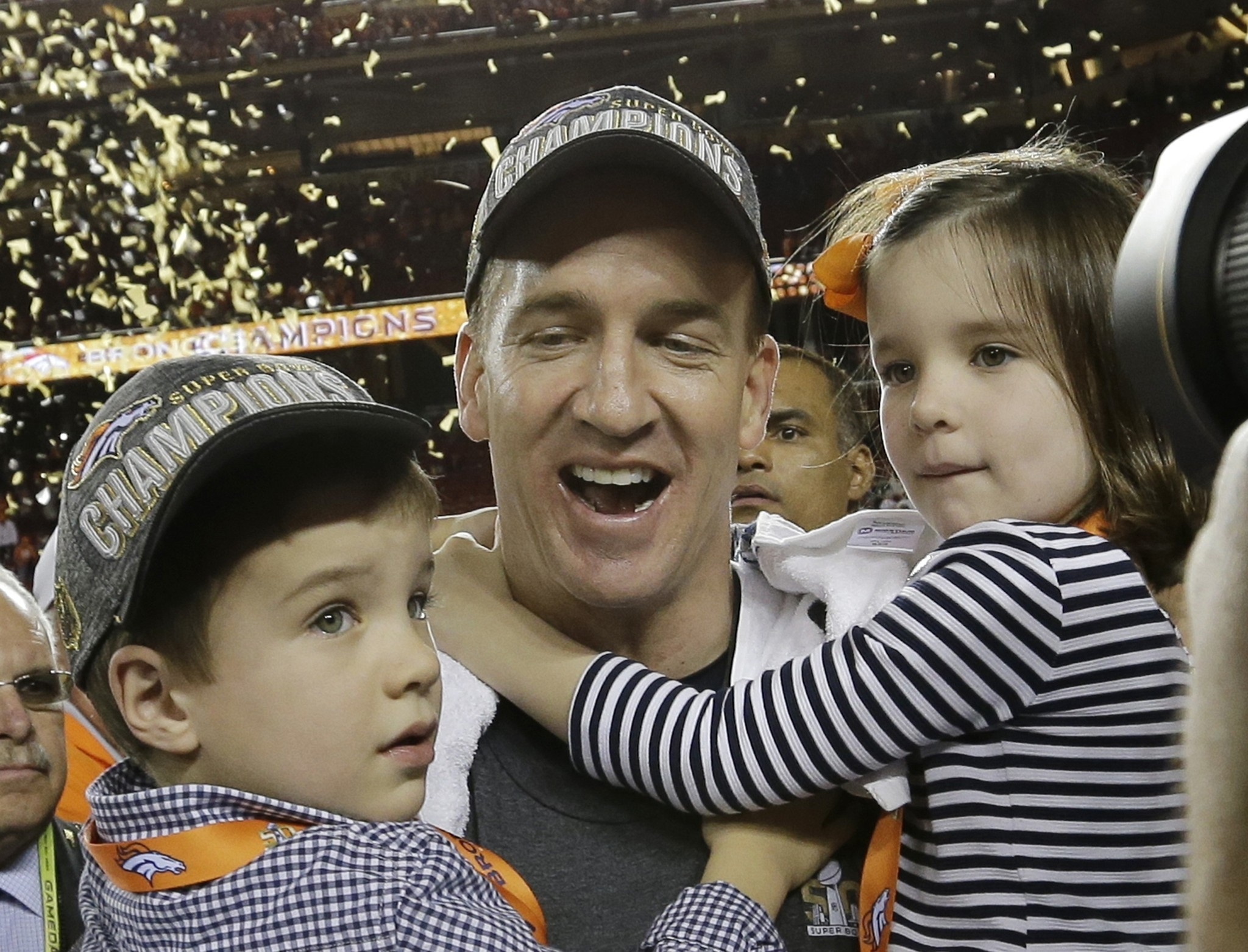 Bal-peyton-manning-saves-his-big-announcement-for-a-more-appropriate-time-20160207