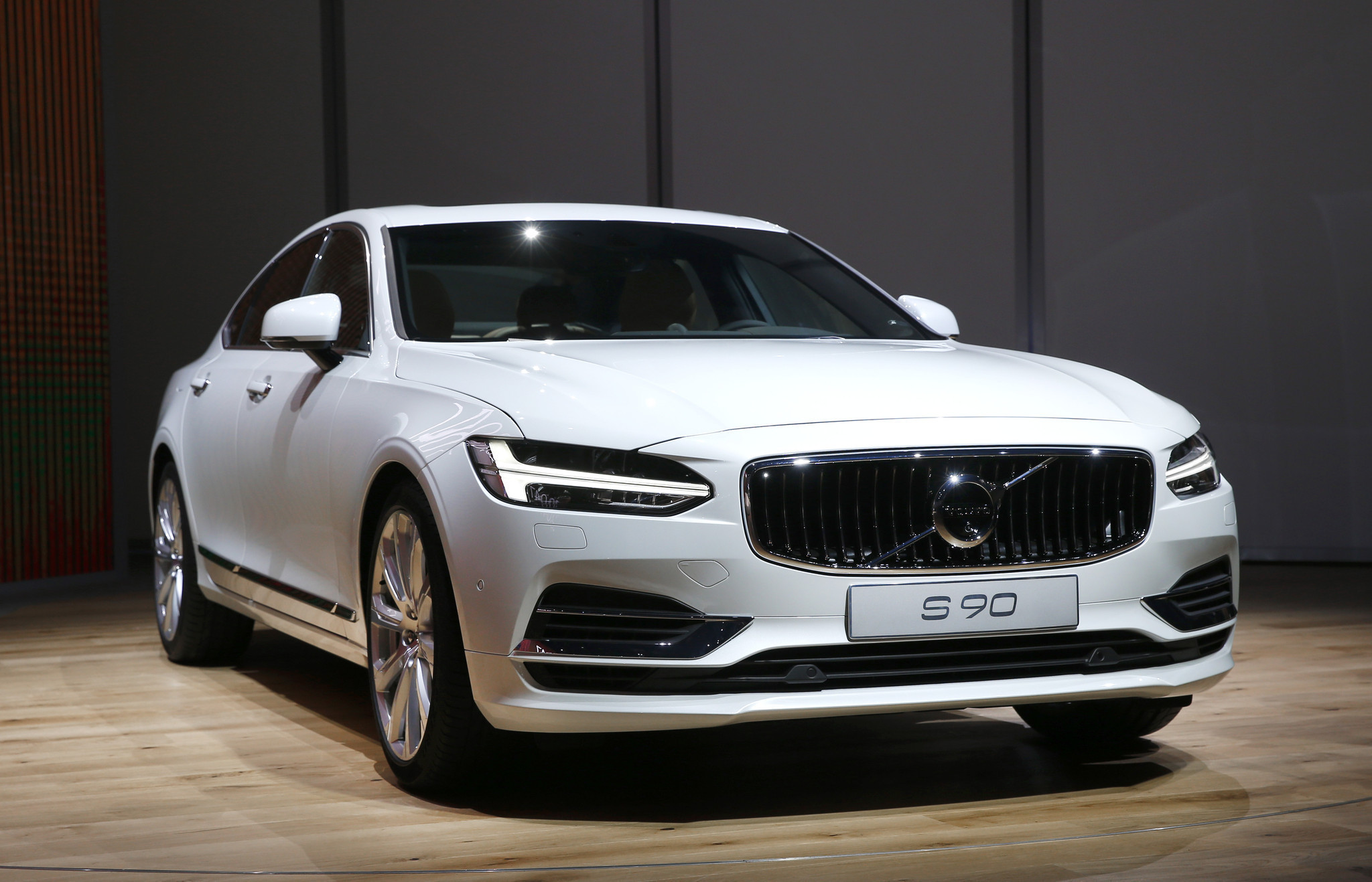 2017 volvo s90 sedan follows in treads of xc90 crossover at chicago auto show chicago tribune. Black Bedroom Furniture Sets. Home Design Ideas