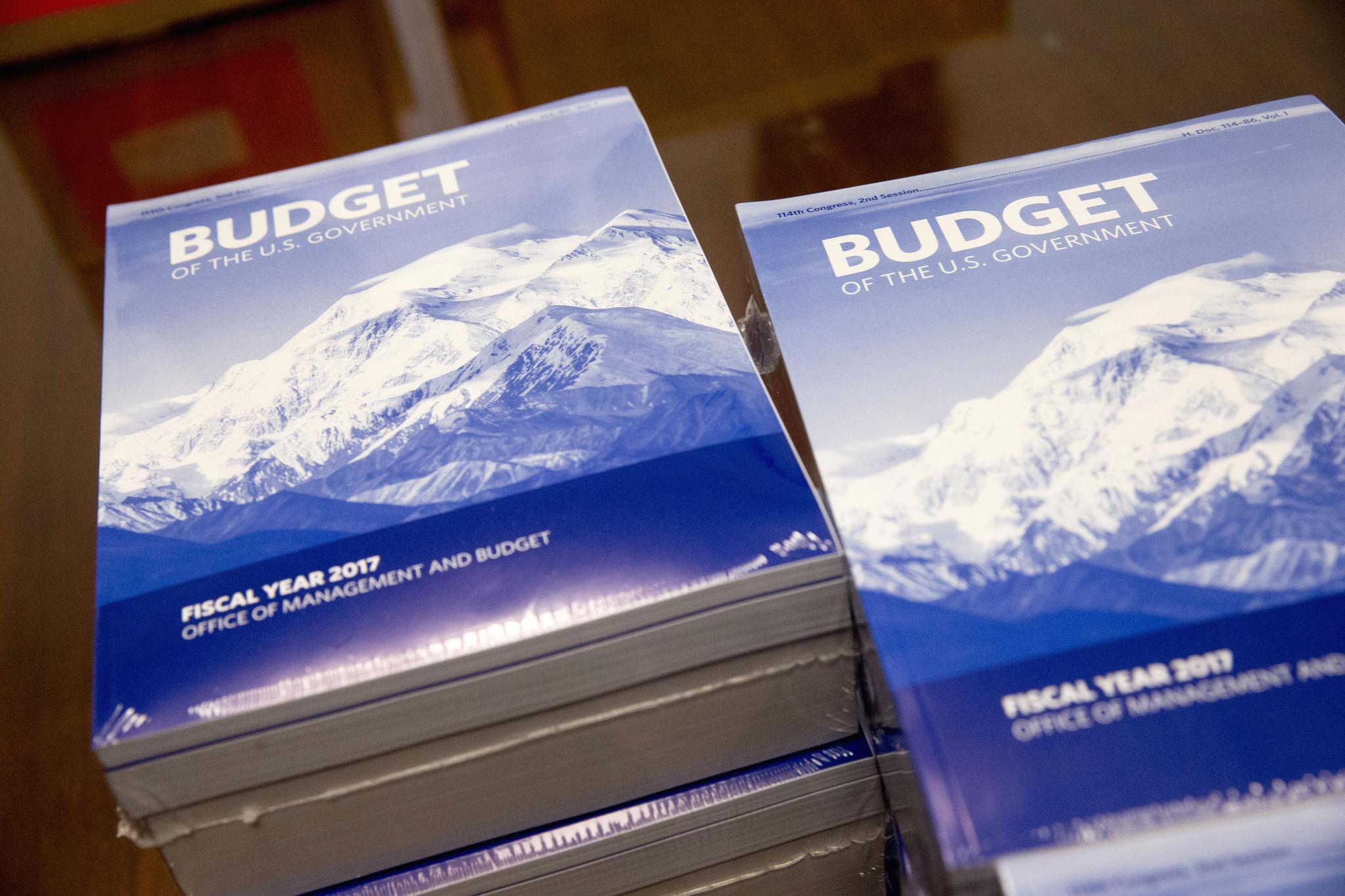 Obama sends Congress record $4.1 trillion 2017 spending plan