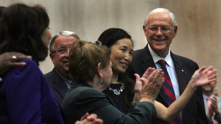 Los Angeles County Chief Executive Officer Sachi Hamai, center, is applauded by L.A. County Supervisors Hilda Solis, Don Knabe, Sheila Kuehl and Michael Antonovich after she was sworn in at the Board of Supervisors chambers in October 2015. (Los Angeles Times)