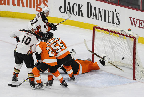 Ducks Bounce Back To Defeat Flyers, 4-1