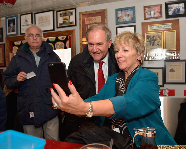 Presidential hopeful Jim Gilmore greets diners in New Hampshire. (Paul Marotta / Getty Images)