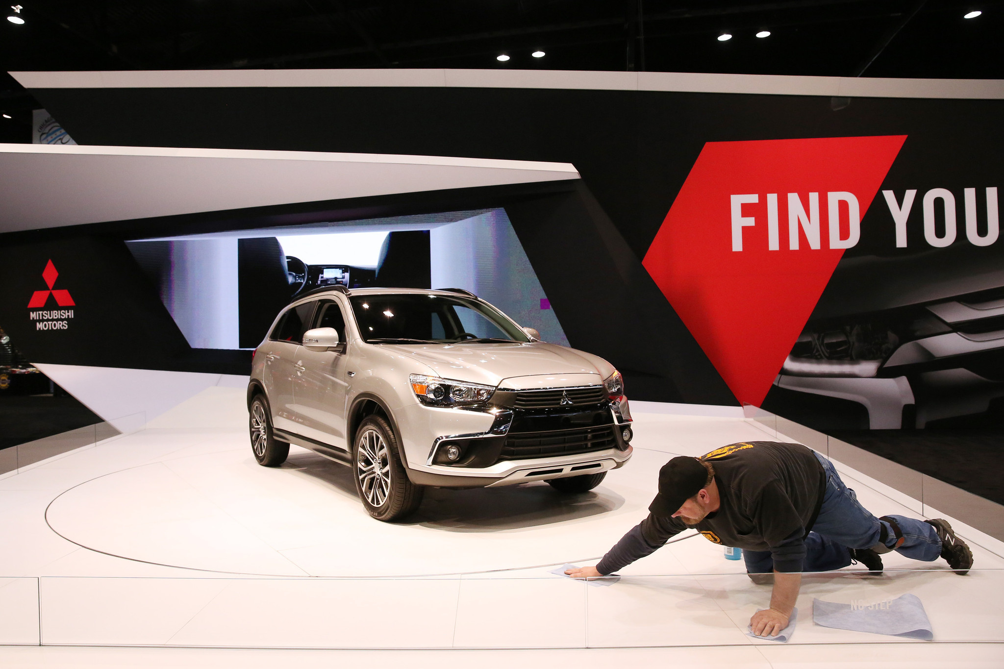 Hot trucks and cool cars roll into 2016 Chicago Auto Show