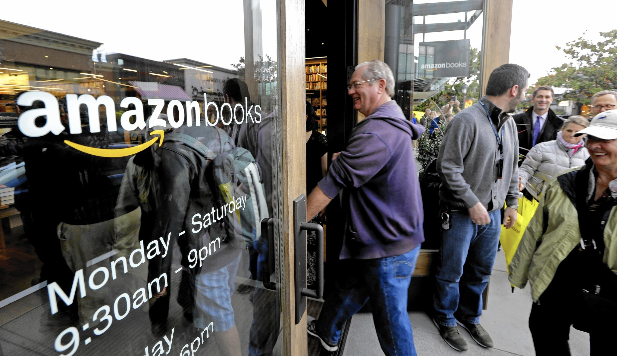 http://www.latimes.com/business/la-fi-amazon-bookstore-20160212-story.html