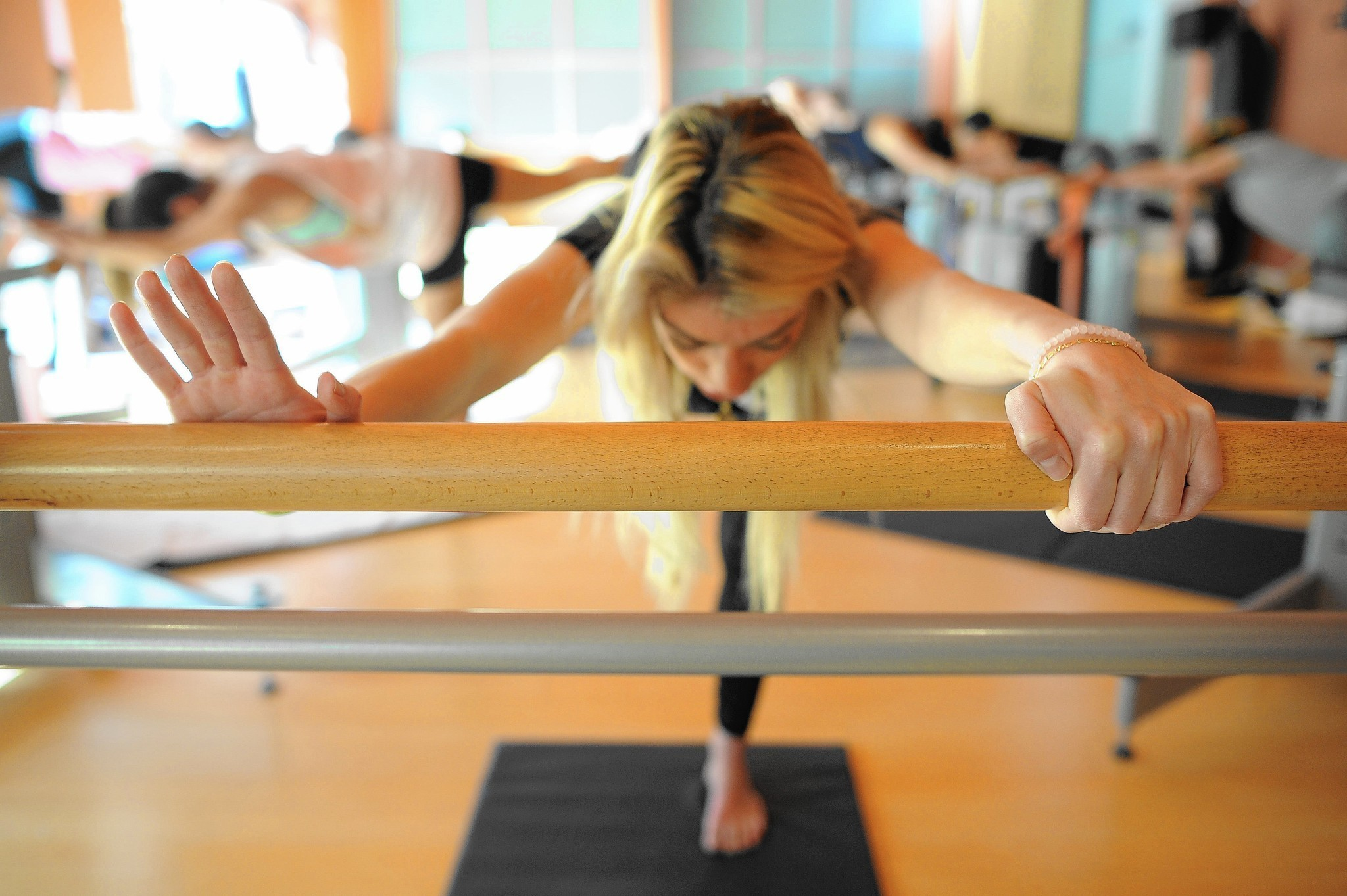 Fluidity Barre Classes Are A Breeze For 10 Seconds La