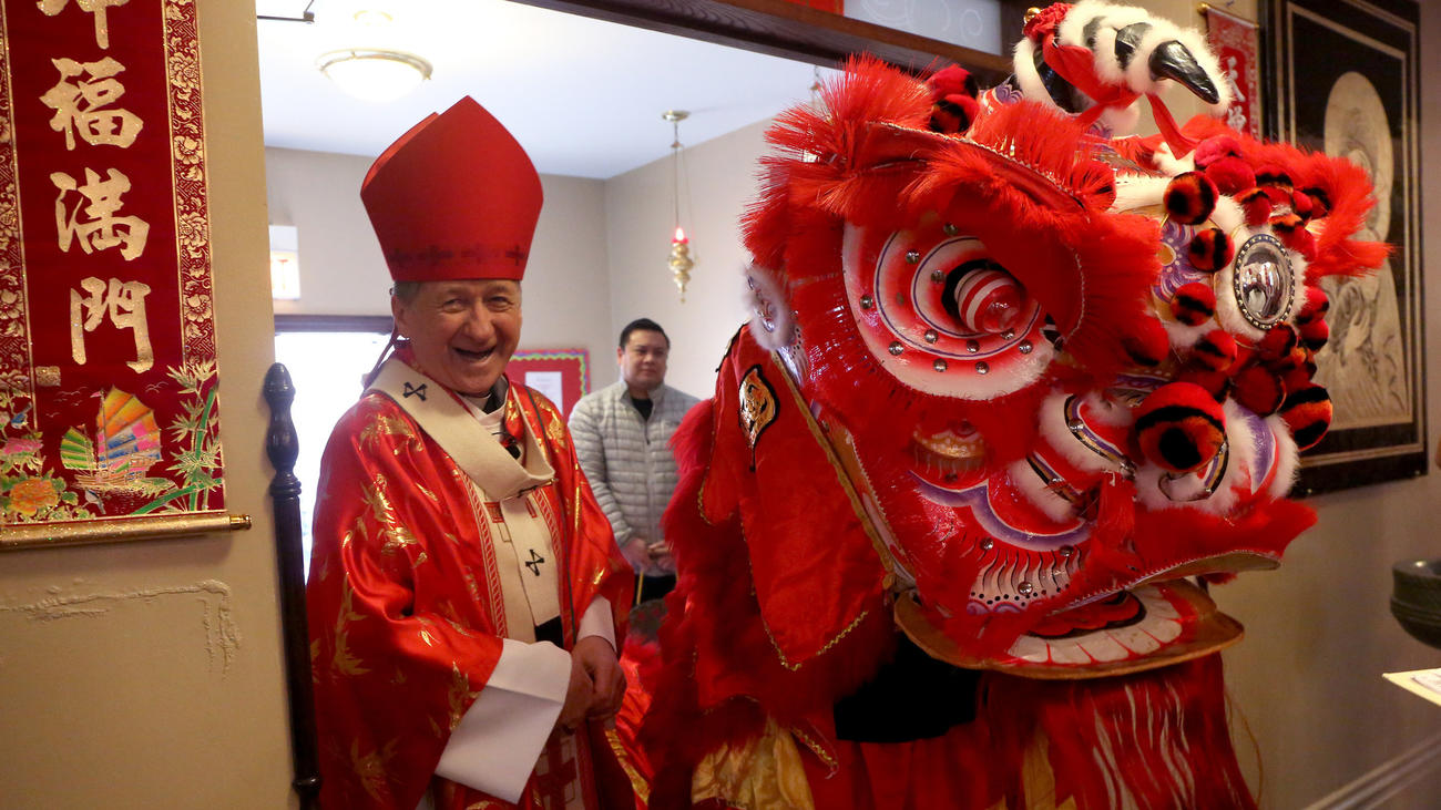 Αρχιεπίσκοπος Cupich γιορτάζει Μαζική στην Chinatown