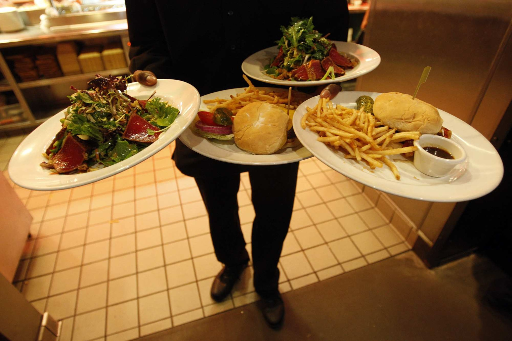 Businesses can't collect tips to share among workers, court says