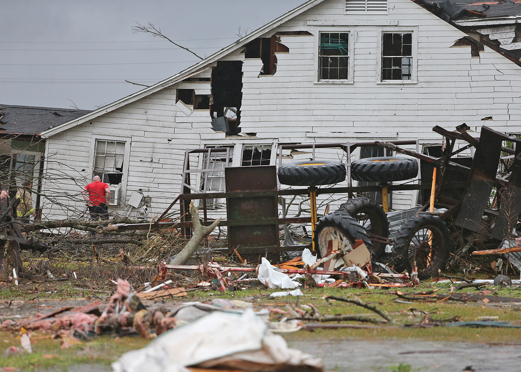 Tornadoes, heavy snow cause damage, power outages along East Coast, Midwest