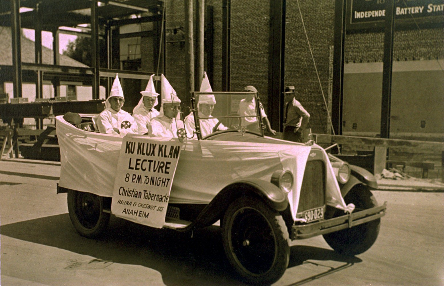 ku klux klan a history of violence and manipulation Ku klux klan (kkk) is the name of several past and present organizations  in other violence, klansmen killed more than 150 african americans in a  in keeping with its origins in the leo frank lynching, the reorganized klan  and hugo black manipulated the kkk membership against the power of the.