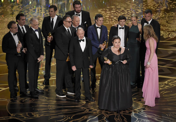 "Team ""Spotlight"" accepts the best picture Oscar. (Chris Pizzello/Invision/AP)"