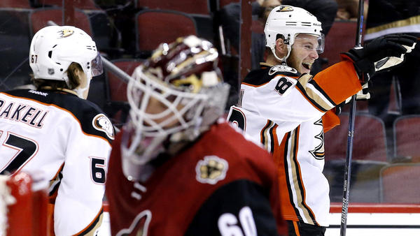Ducks Make Quick Work Of The Coyotes For 10th Win In A Row