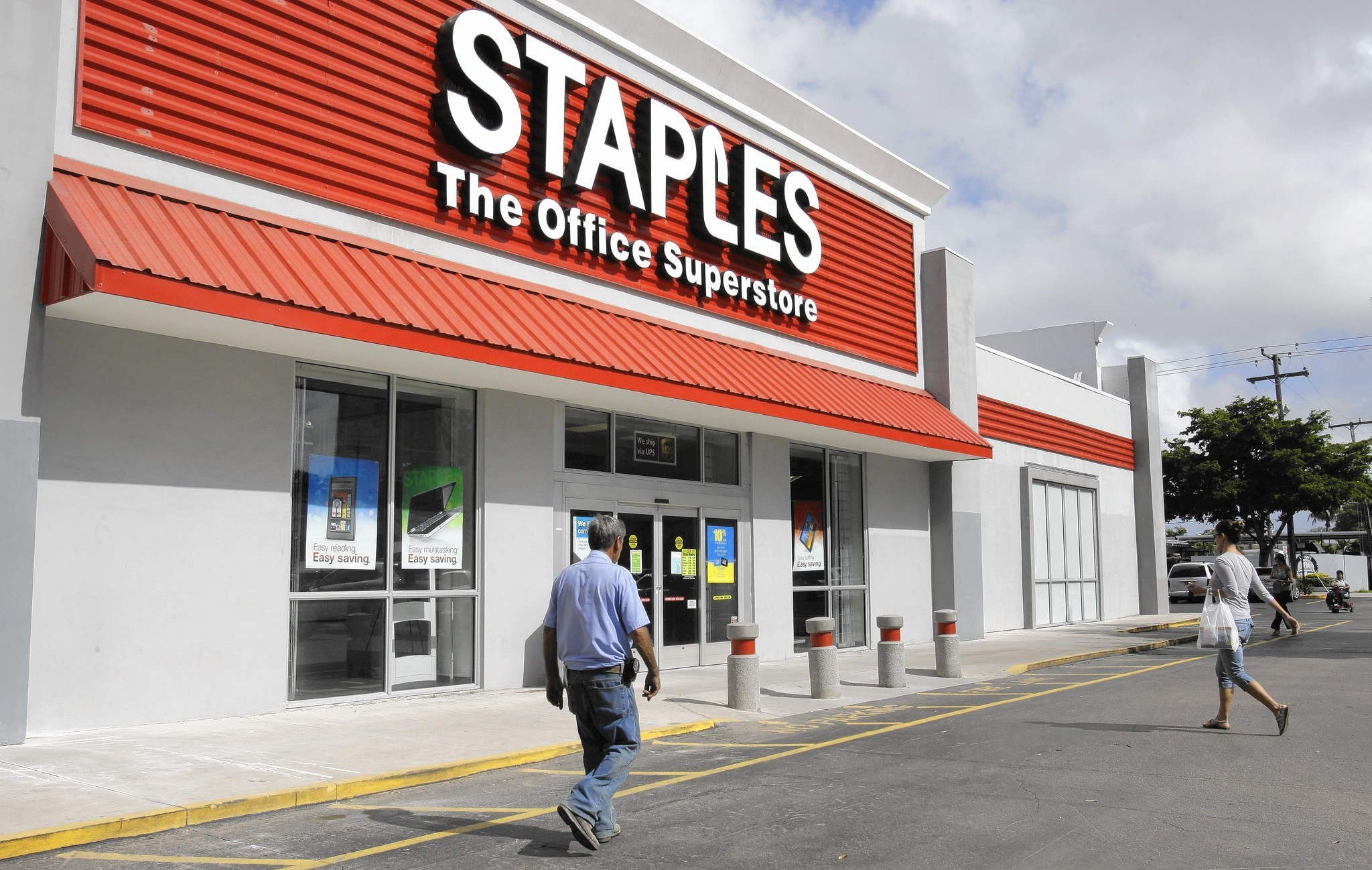 Elegant Staples, Sports Authority Announce Closings As Retailers Look To Downsize    Chicago Tribune