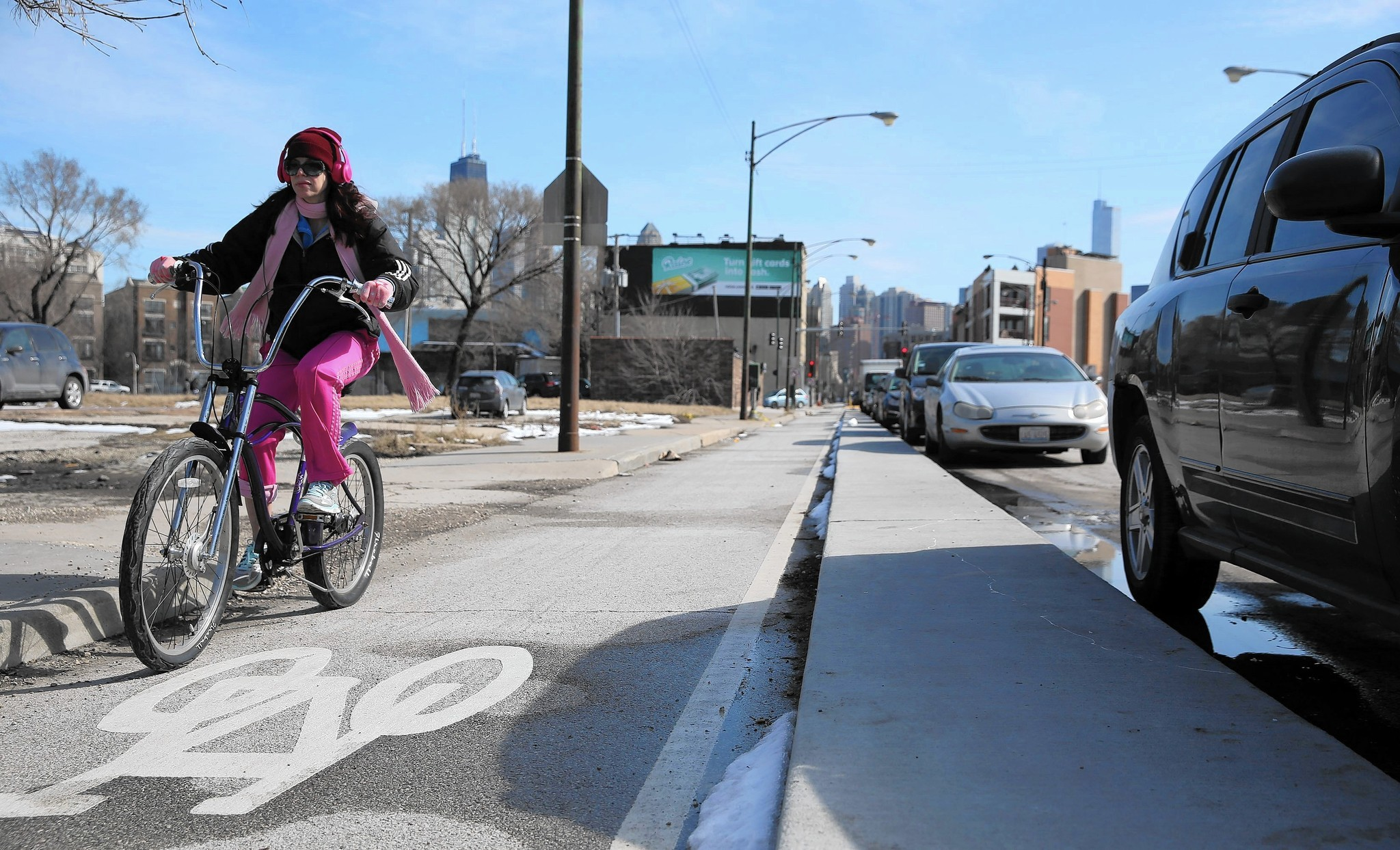 Curb-protected bike lanes rolled out in Chicago