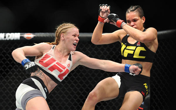 Valentina Shevchenko goes on the attack against Amanda Nunes (Wally Skalij / Los Angeles Times)