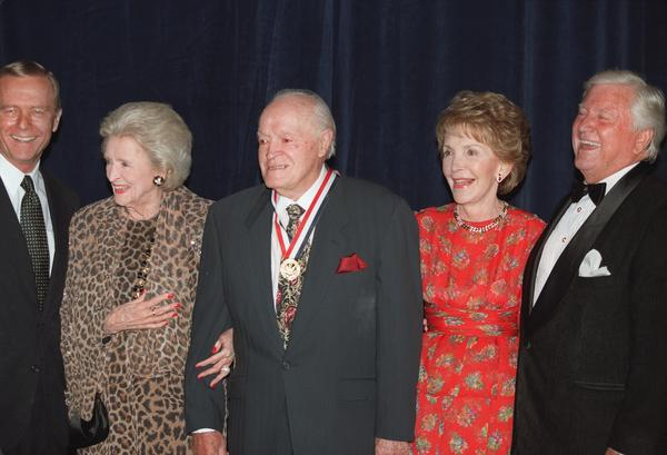 From left, former Gov. Pete Wilson, Delores and Bob Hope, Nancy Reagan and Merv Griffin at the Ronald Reagan Freedom Awards dinner in 1997 (Paul Morse / Los Angeles Times)