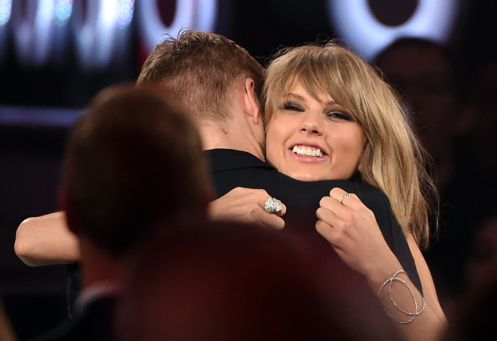 Taylor Swift, Calvin Harris celebrate 1-year anniversary with cake, locket