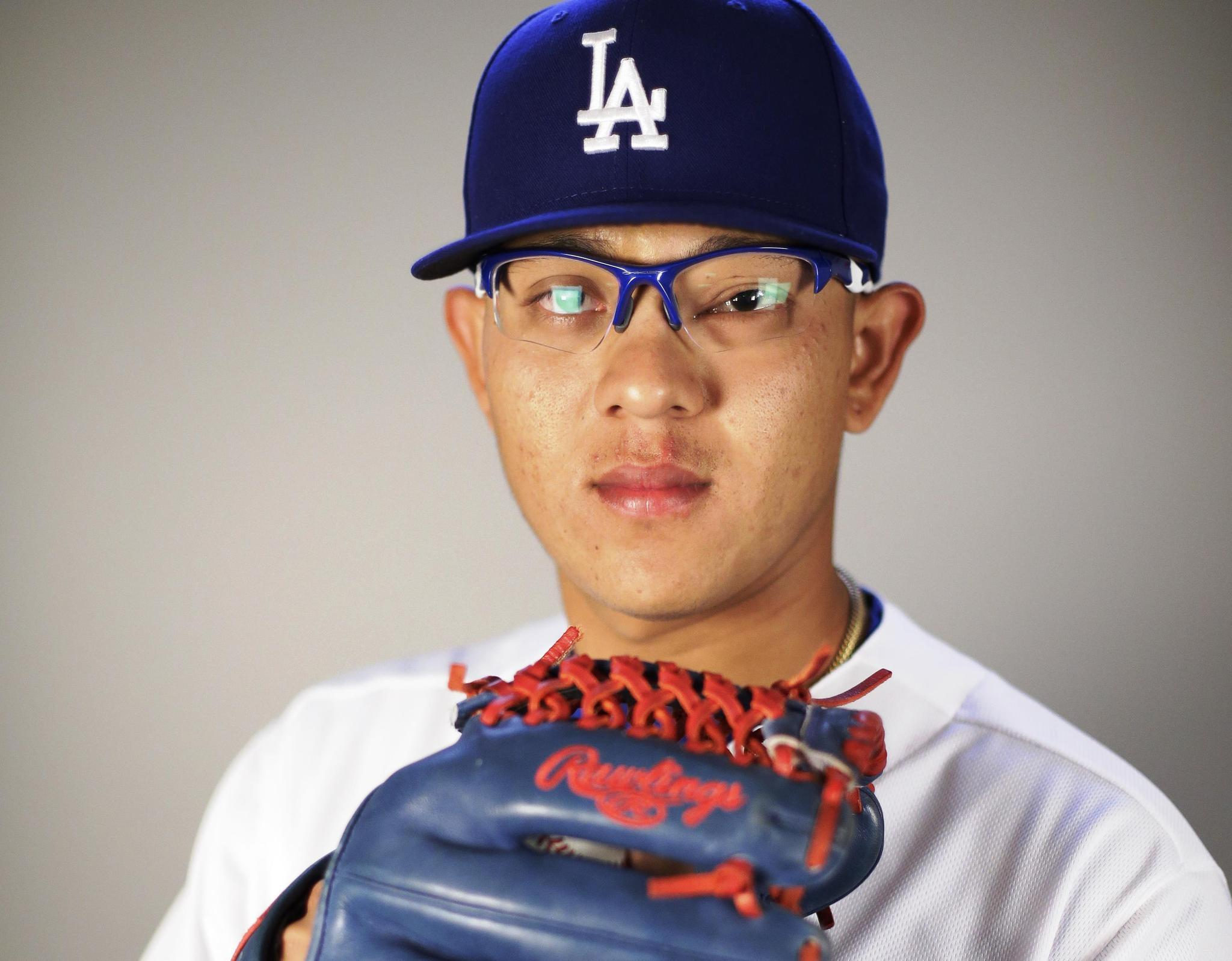 Los Dodgers toman su tiempo con el mexicano Julio Urías - Hoy