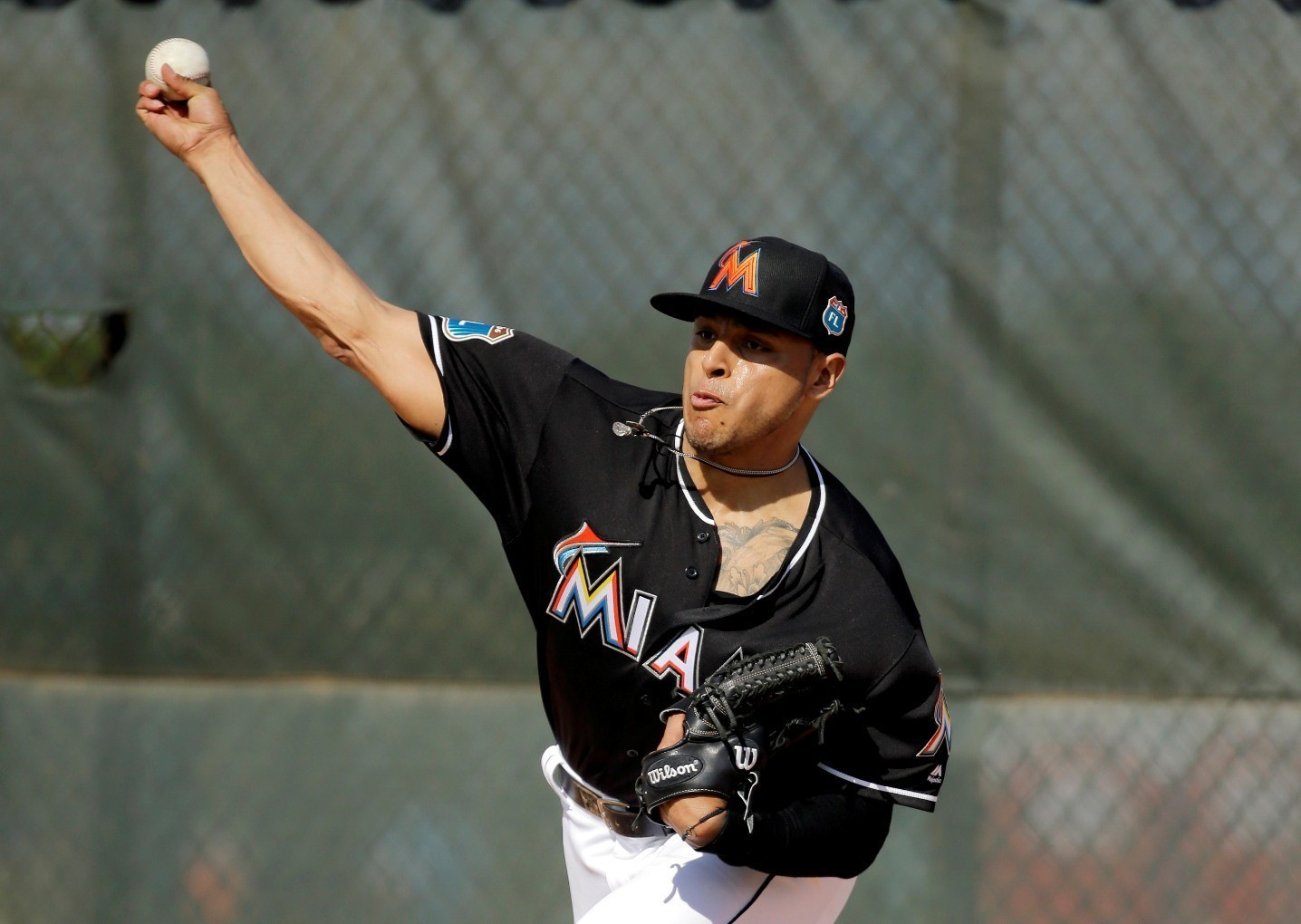a j ramos shakes off injury ready to anchor marlins bullpen in capps 39 absence sun sentinel. Black Bedroom Furniture Sets. Home Design Ideas