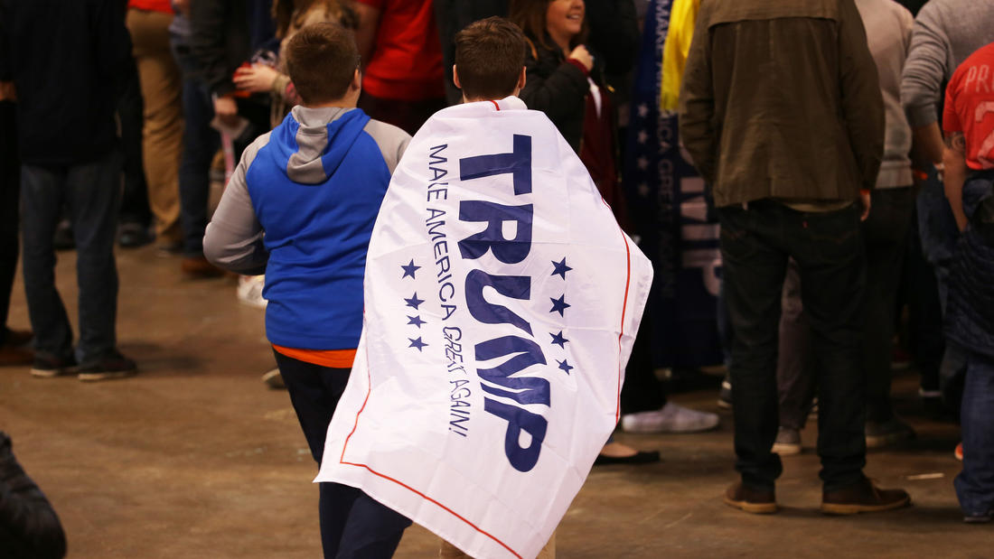 People arrive for a campaign rally at the University of Illinois at Chicago Pavilion to support Republican presidential candidate Donald Trump. (Chris Sweda / Chicago Tribune)