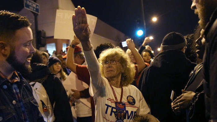 Protests erupt at Donald Trump rally in Chicago