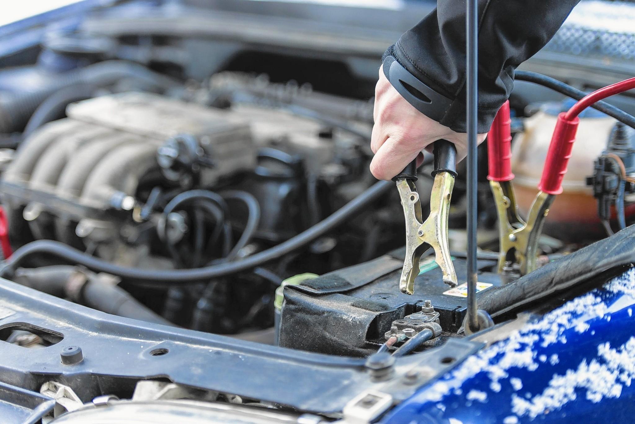 how to connect cables to car battery