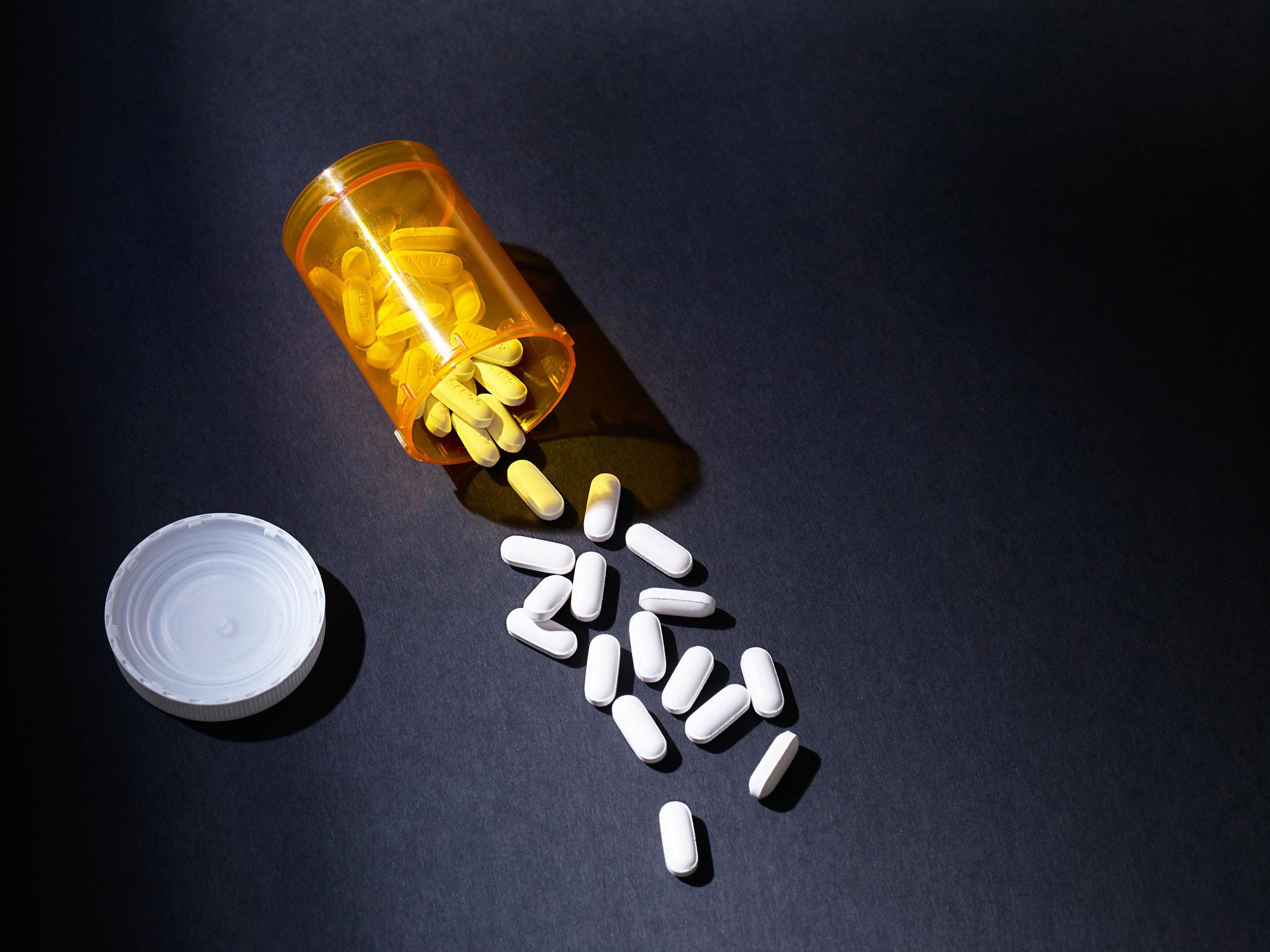 Few doctors sign up to treat opioid addiction chicago tribune xflitez Images