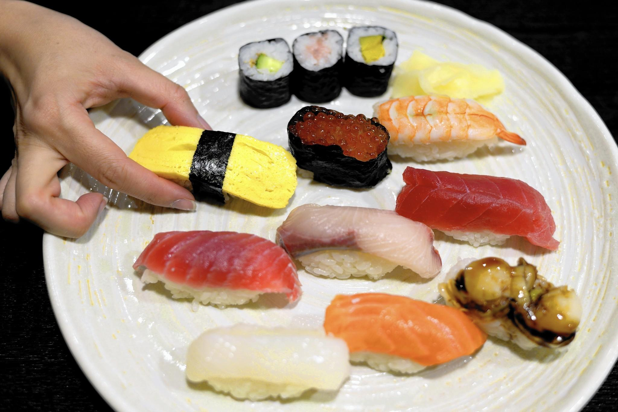 The 7 sins of eating sushi note you 39 re probably guilty for Cuisine you eat with your hands