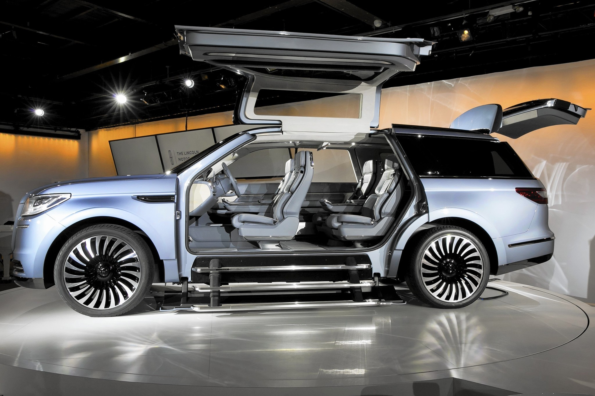 Lincoln Navigator concept with gullwing doors stuns auto show crowd ...