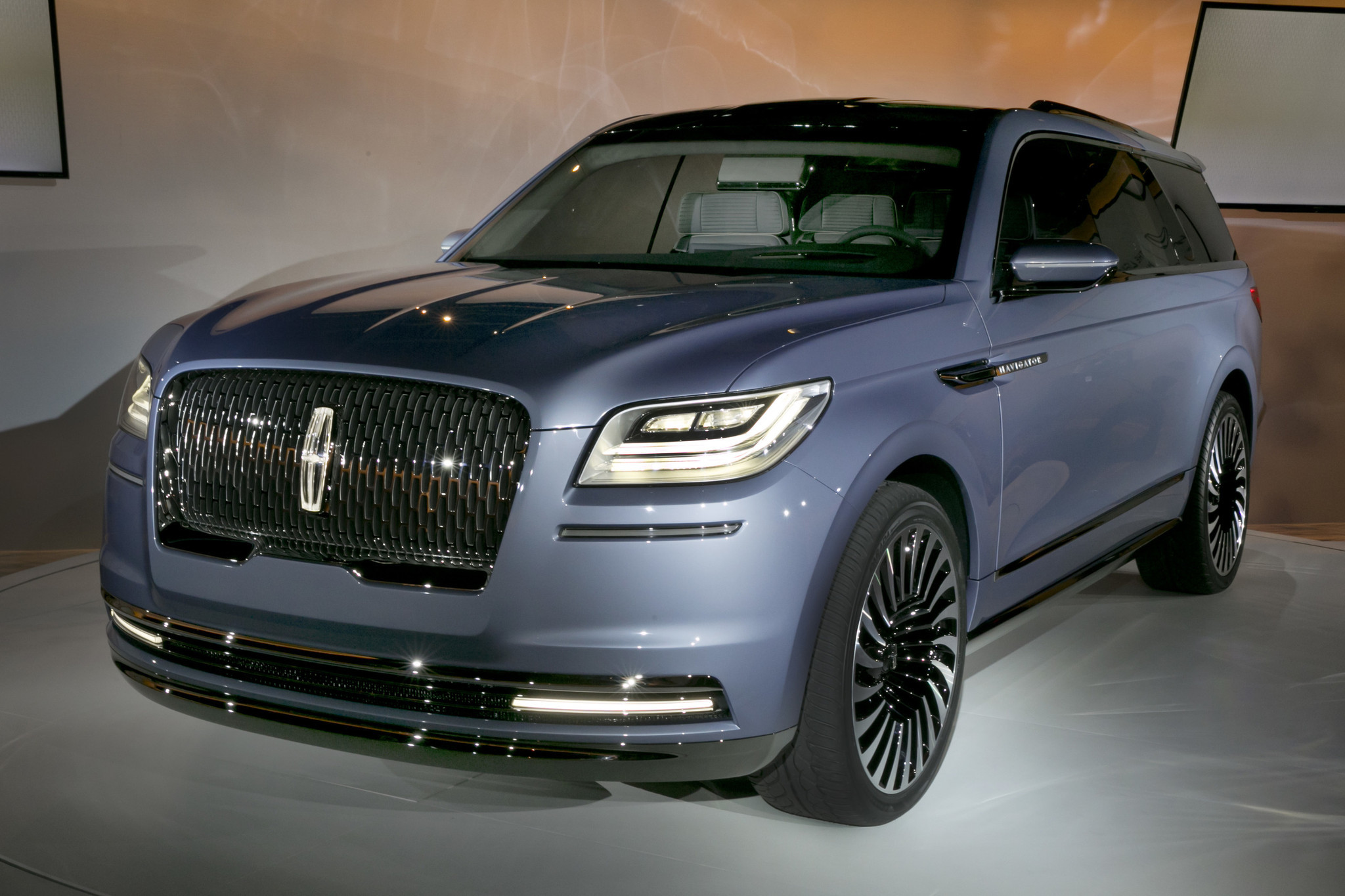 Lincoln Navigator concept with gullwing doors stuns auto show crowd