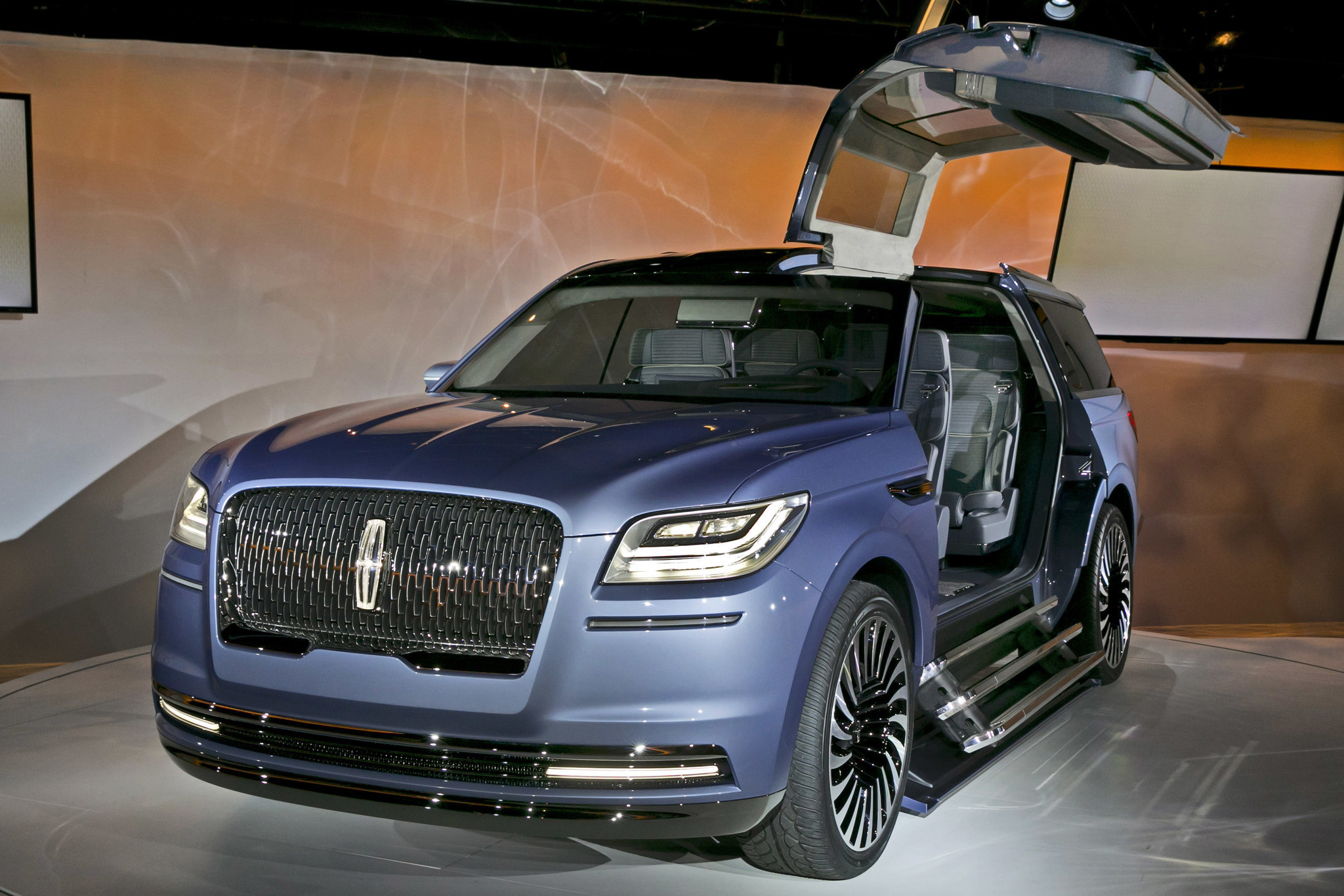 Lincoln Navigator Concept With Gullwing Doors Stuns Auto Show