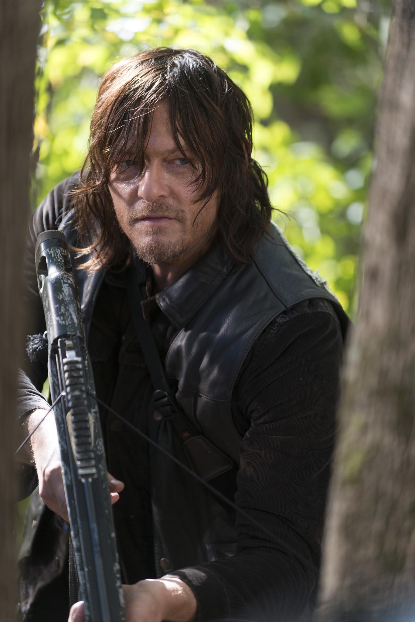 The Walking Dead Season 6 Episode 15 Door Is Wide Open For Danger