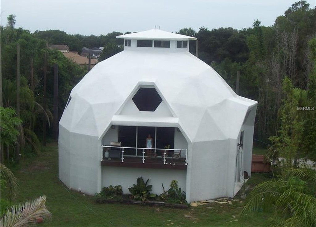5 unconventional florida homes a former church beached for Concrete homes florida
