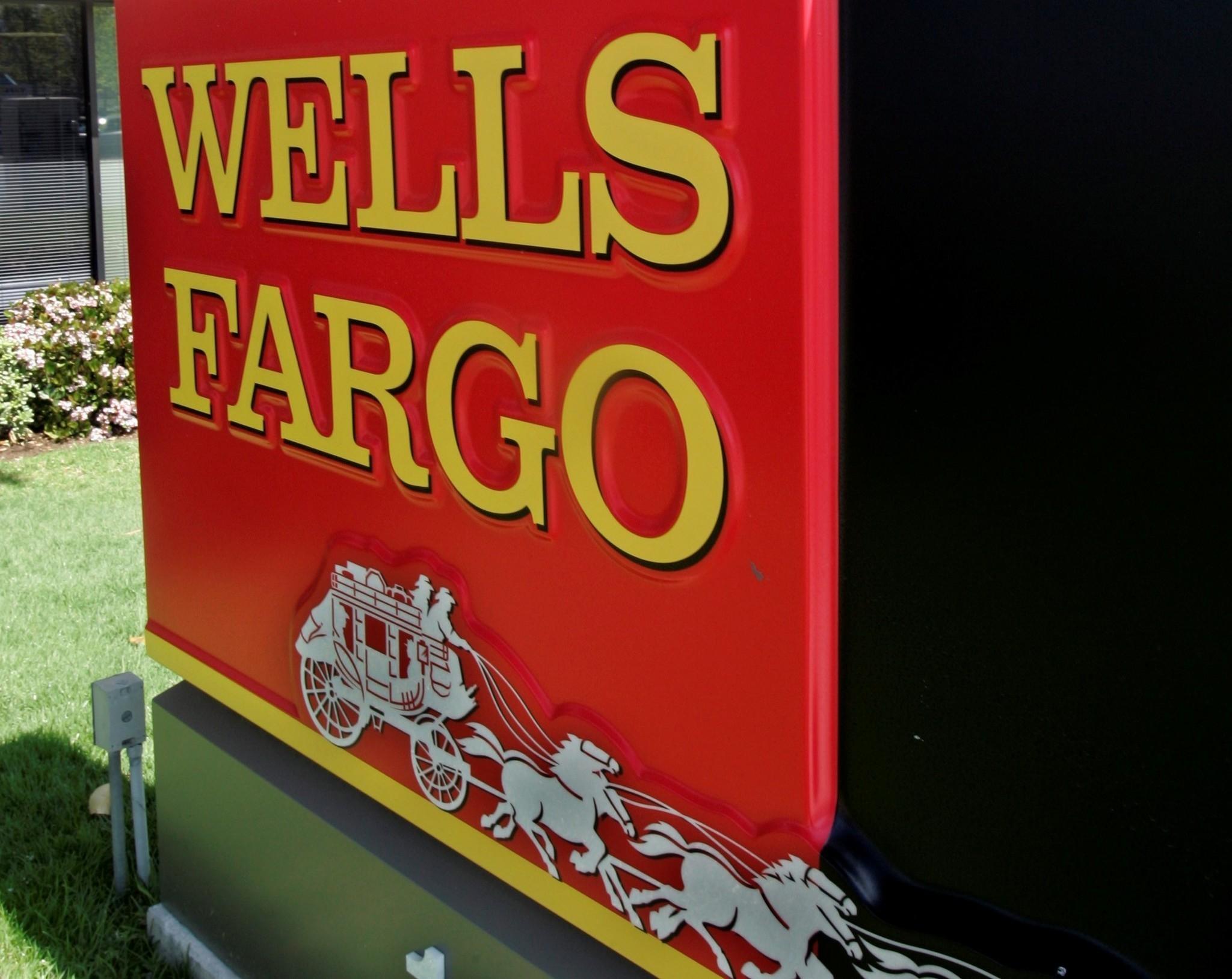 Some consumers slam Wells Fargo, JP Morgan over stimulus