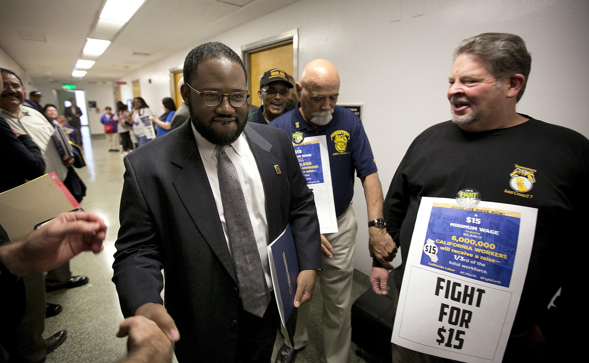 legislature approves minimum wage increase sending historic legislature approves minimum wage increase sending historic measure to gov jerry brown la times