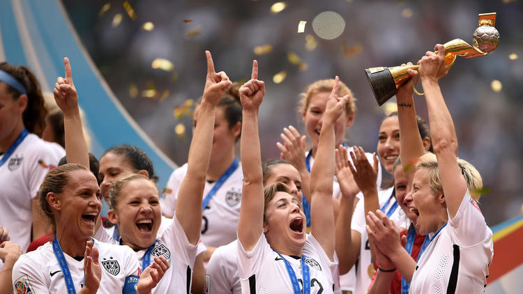 5 top female players accuse U.S. soccer federation of wage discrimination