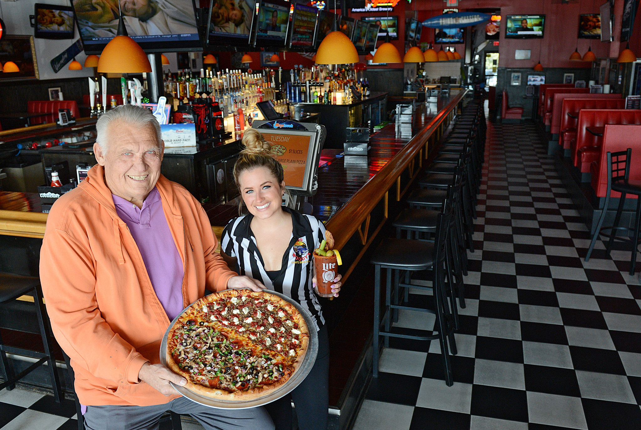 Review Big Woody S In Bethlehem Offers Good Bar Style